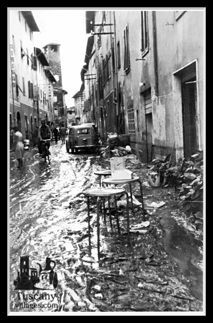 http://www.tuscanyvillages.com/wp-content/uploads/2012/09/Alluvione-a-Vico1.jpg