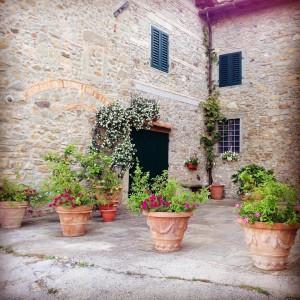 A courtyard gone potty in Tuscany tuscany tuscanyvillages tuscanvillagelife flowershellip